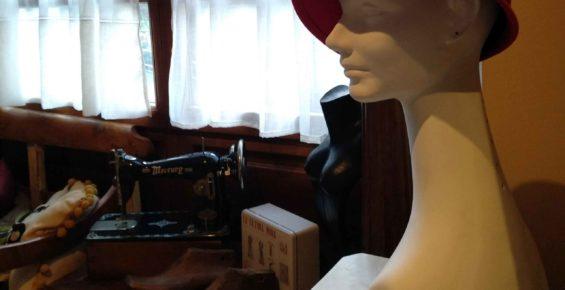 cabeza sombrero rojo